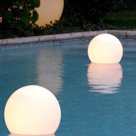 Boule lumineuse flottante pour piscine 50 cm piscine - Boule lumineuse pour piscine ...