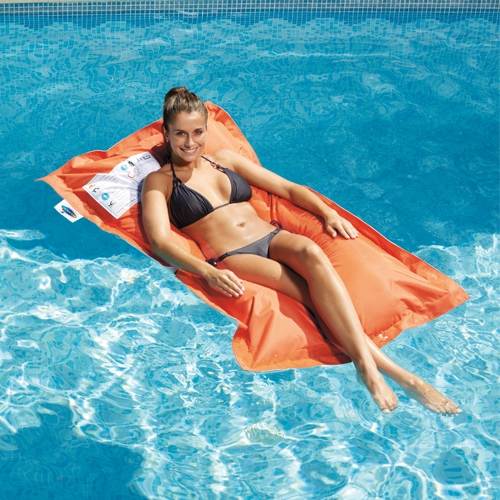 Matelas bean bag flottant for Piscine a boule en mousse